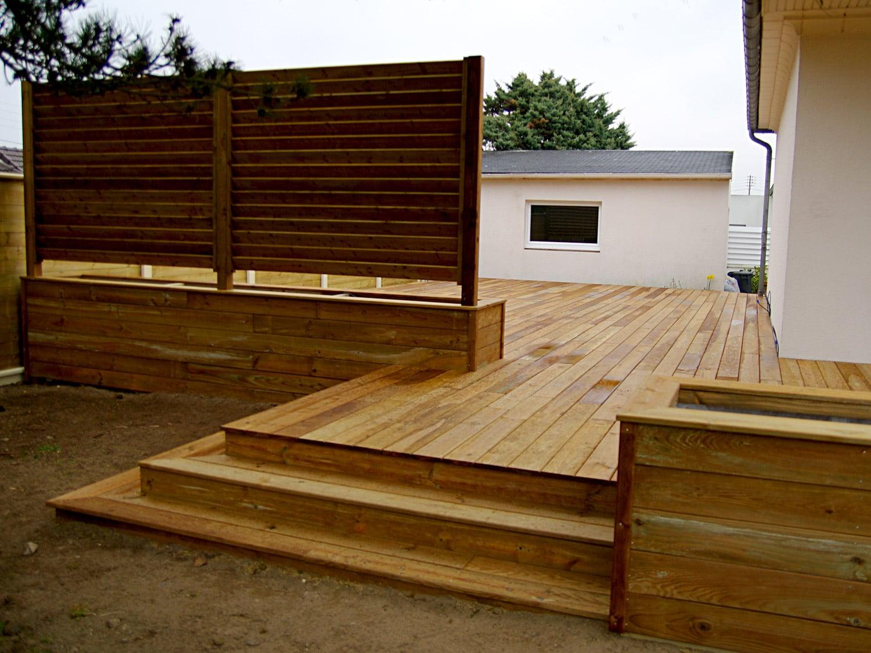 Terrasse en Bois, pin des Landes traité classe 4, escalier, jardinière et panneaux en persienne