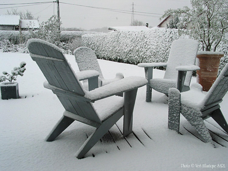 Salon de jardin avec Adirondack sous la neige