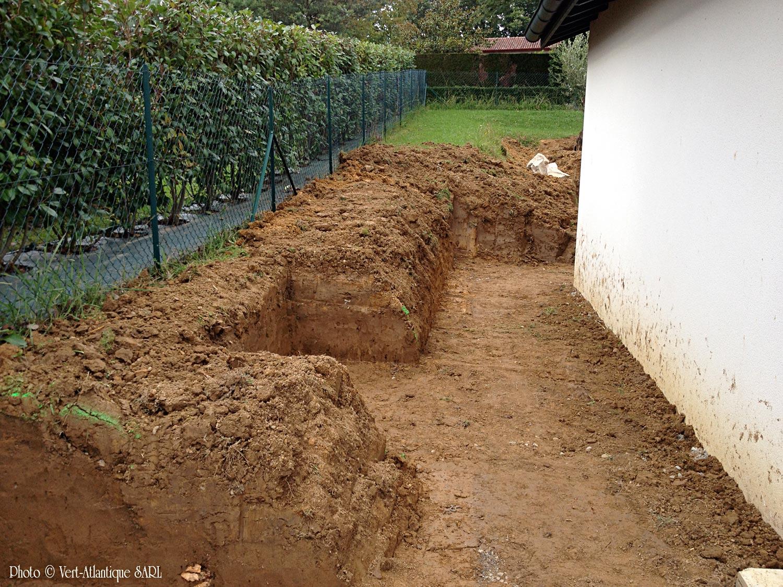 Aménagement jardin avec soutènement, terrasse en opus romain, avant travaux