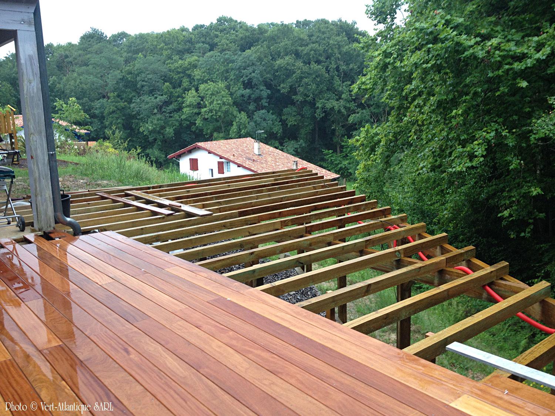 Terrasse en bois exotique, Cumaru avec structure pin visible