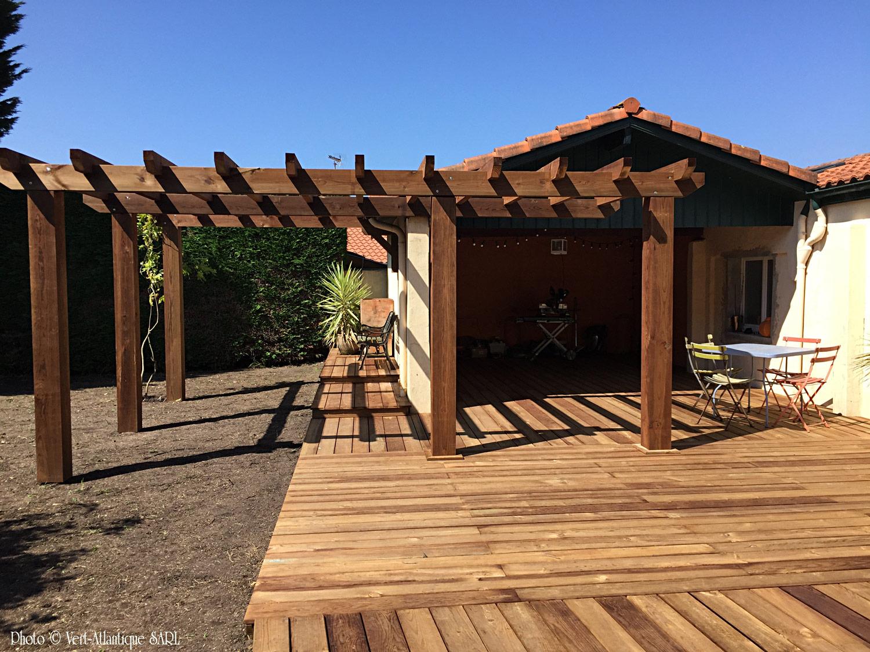 Terrasse et pergola en bois, pin des landes traitement marron